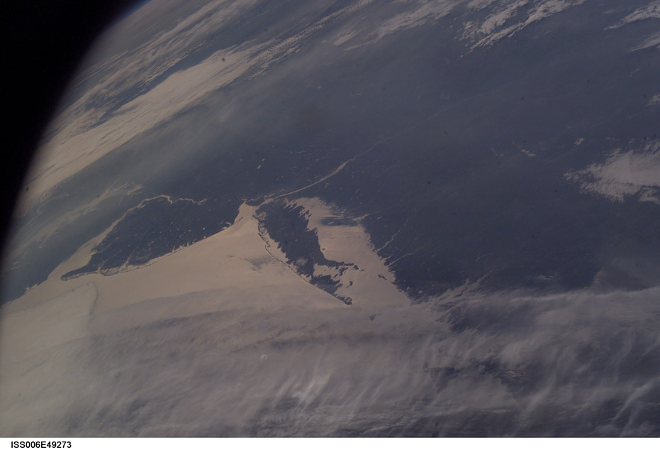 ISS006-E-49273. Looking Westward over Massachusetts, Rhode Island, New York, New Jersey, Delaware, and Maryland.  Raritan Bay is Clearly Seen to the West of Long Island. Also Clearly Seen are: Chesapeake Bay, Delaware Bay, Delaware River, Hudson River, Long Island Sound, and Narragansett Bay. Image courtesy of the Image Science & Analysis Laboratory, NASA Johnson Space Center.