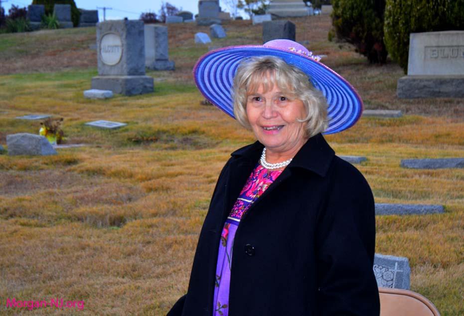 Joyce Elyea as Helen Applegate.