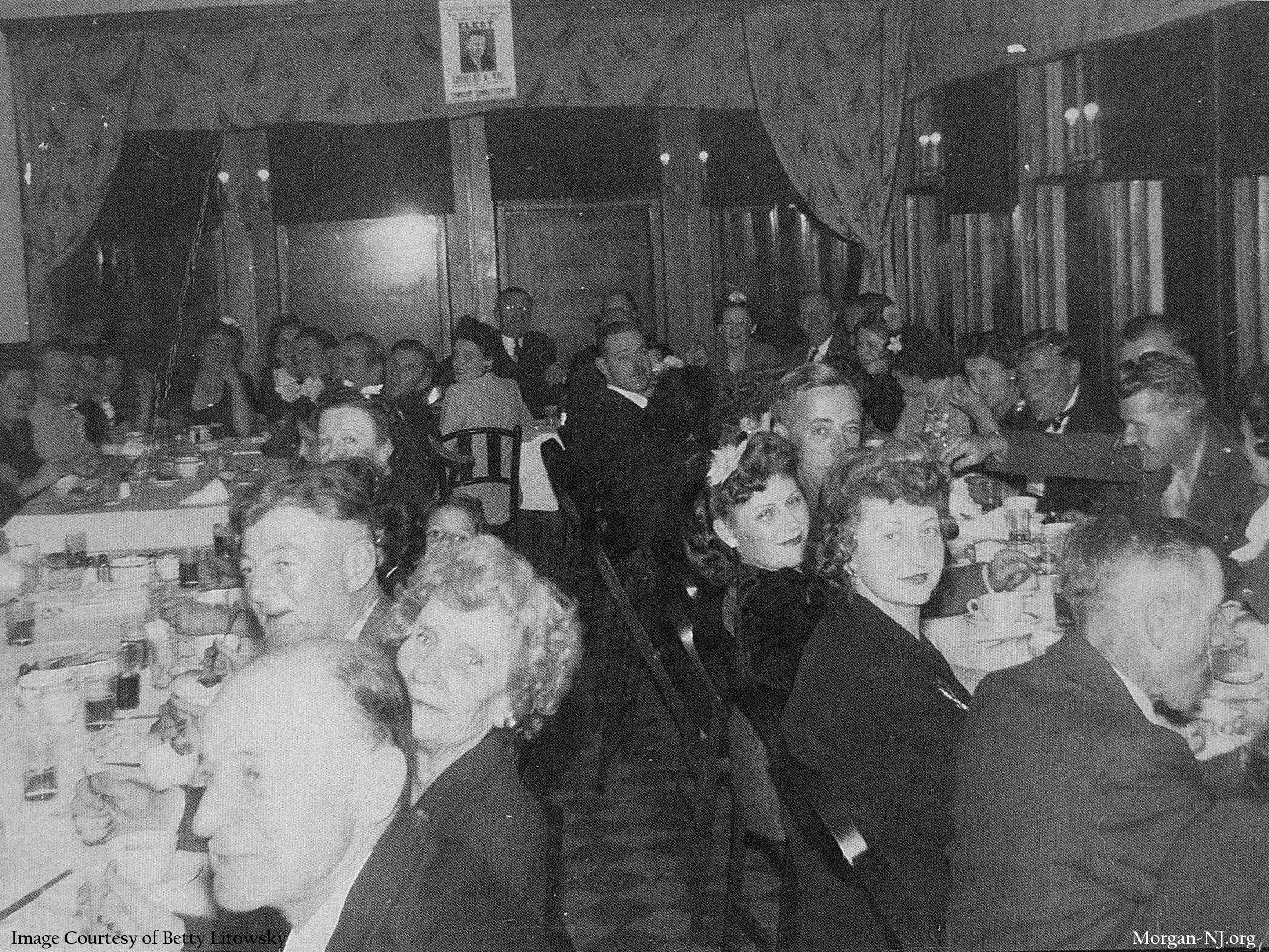 Political dinner for Commissioner C. Wall in the upstairs back dining room of the Robert E. Lee Inn, circa 1945. Image courtesy of Betty Macrae Litowsky.