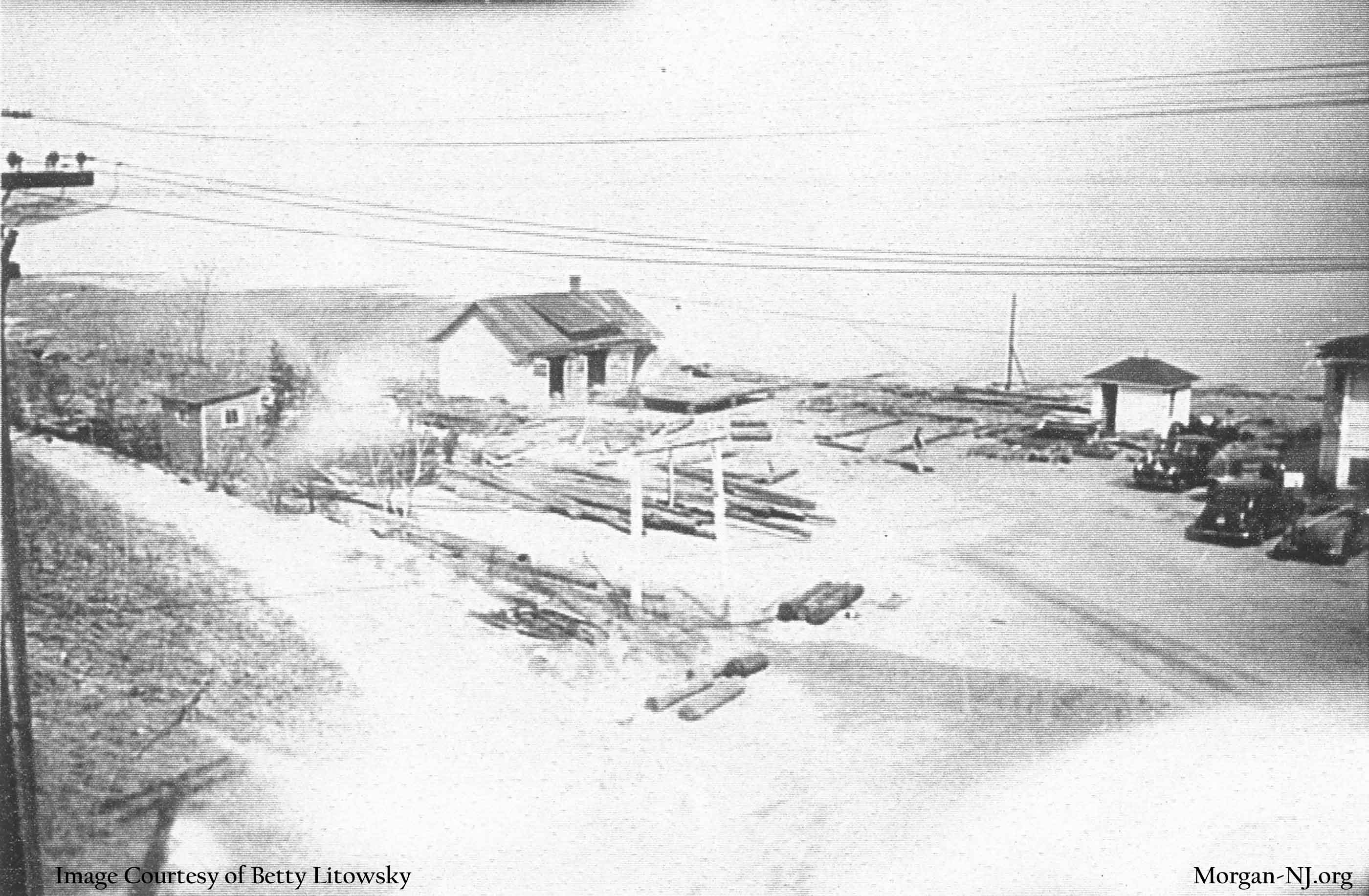Looking north to the yard at the Robert E. Lee Inn in preparation for installation of the World War II Army surplus barracks as seen from Route 35, circa 1945. Image courtesy of Betty Macrae Litowsky.